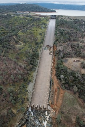 Oroville Dam February 9: damage to spillway